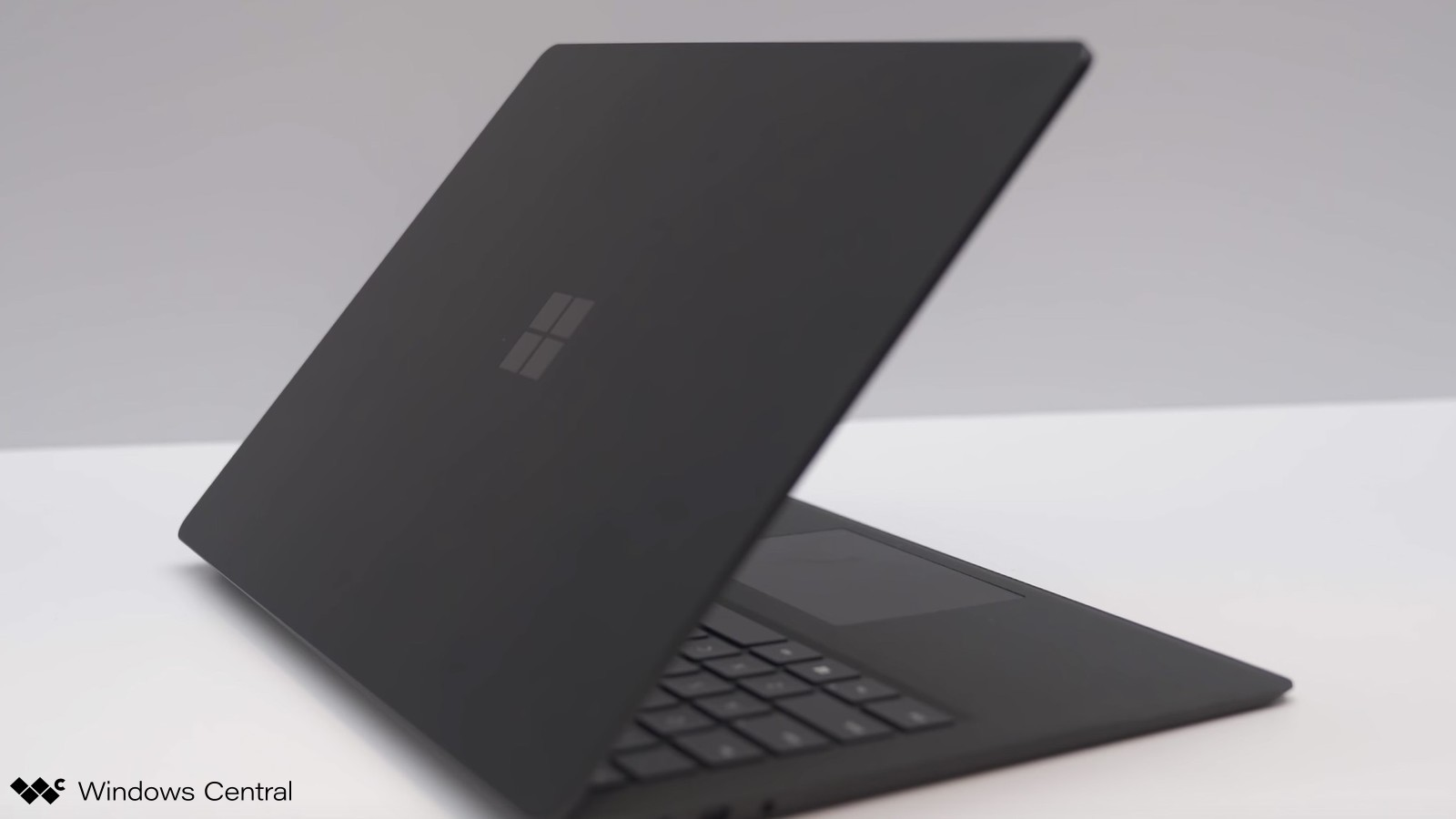 surface-laptop-2-black-video-01